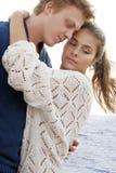 Glückliches Paar des jungen Liebhabers lizenzfreies stockfoto