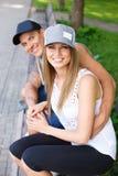 Glückliches Paar draußen Stockfotografie