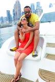 Glückliches Paar genießen cruse Reise am Golf lizenzfreies stockfoto