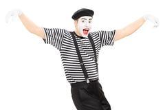 Glückliches Pantomimekünstlertanzen Stockbilder