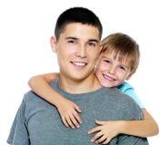 Glückliches Portrait des Vaters und des Sohns Stockfoto
