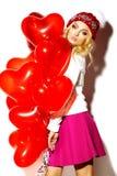 Glückliches süßes nettes lächelndes blondes Mädchen in der bunten Kleidung Stockbild