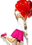 Glückliches süßes nettes lächelndes blondes Mädchen im Hippie kleidet Stockbild
