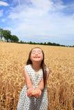 Glückliches schönes Mädchen Stockfoto