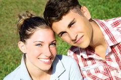Glückliches schönes Paarlächeln lizenzfreies stockfoto