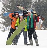 Glückliches Snowboardingteam, Gesundheitslebensstil lizenzfreies stockbild