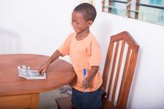 Glückliches spielendes Kind Stockfoto