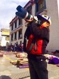 glückliches tibetanisches Mädchen Stockfoto