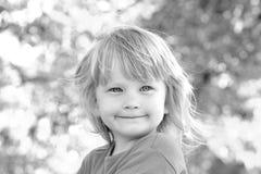 Glückliches und positives Mädchen Lizenzfreie Stockfotos