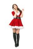 Glückliches Weihnachts-Santa Claus-Frau, die am Handy oben schaut spricht Lizenzfreie Stockfotografie