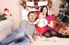 Glückliches Weihnachtsfamilie Lizenzfreies Stockbild