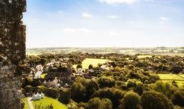 Glühende Ansicht über das Dorf von Corfe Stockfotos