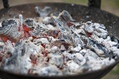 Glühende BBQ-Kohlen Lizenzfreie Stockbilder