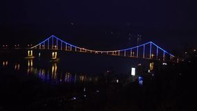 Glühende Brücke nachts stock video footage