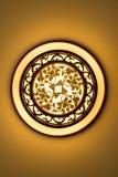 Glühende ceilling Kreislampe hergestellt vom Holz und vom Papier mit chinesischer Trachtenmode und klassischem dekorativem Blumen Stockbilder