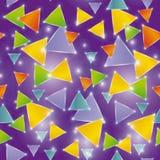 Glühende Dreiecke des nahtlosen Musters auf einem purpurroten Hintergrund Stockfotografie