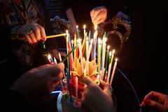 Glühende erstaunliche Geburtstags-Kerzen Alles Gute zum Geburtstag Stockfotos
