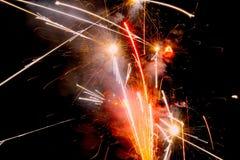 Glühende Feuerwerke stockfoto