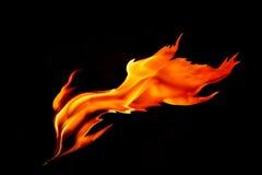 Glühende Flamme lokalisiert auf schwarzem Hintergrund stockfotografie