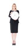 Glühende Geschäftsfrau, die eine Borduhr anhält Lizenzfreie Stockfotografie