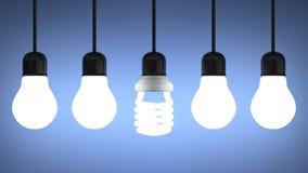 Glühende gewundene Glühlampe, die unter Wolfram eine auf Blau hängt lizenzfreie abbildung