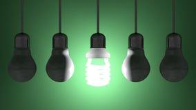 Glühende gewundene Glühlampe unter totem Wolfram eine, die am Grün hängen lizenzfreie abbildung