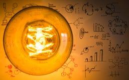 Glühende Glühlampe der Weinlese mit Zeichnungsdiagramm Lizenzfreie Stockfotos