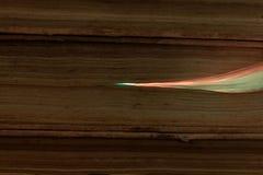 Glühende Glasfaserkabel angeschlossen mit alten Büchern Stockbilder