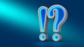 Glühende große Ausrufsneonfrage auf dem Tisch, über blauen Hintergrund, Lizenzfreies Stockfoto
