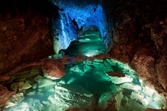 Glühende Höhle lizenzfreies stockbild