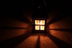 Glühende Hausformlaterne lizenzfreie stockfotografie