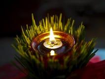Glühende Kerze in der Weizenanlage Lizenzfreie Stockbilder