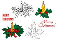 Glühende Kerzen auf Weihnachtsblättern Stockbilder