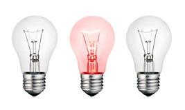 Glühende Konzept-Ideen-- weiße und rote Glühlampe Stockfoto