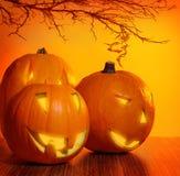 Glühender Halloween-Kürbis Stockfotos