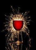 Glühender Rotwein und Feuerwerk lizenzfreies stockbild