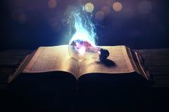 Glühlampe auf Feuer Lizenzfreies Stockbild