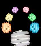 Glühlampe der bunten Idee mit unterschiedlicher Farbe Lizenzfreies Stockfoto