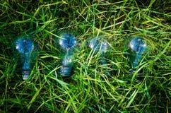 Glühlampe der Energie einiges Innovationskonzept Lizenzfreie Stockbilder