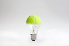 Glühlampe der Tenniskugel stockbild