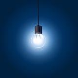 Glühlampe, die an der Schnur hängt Lizenzfreie Stockfotografie
