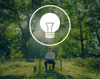 Glühlampe-Ideen-Inspirations-Visions-Innovations-Energie-Konzept stockfoto
