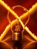 Glühlampe mit gekreuzter Feuerspur Stockfotos