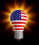 Glühlampe mit USA-Flagge (Beschneidungspfad eingeschlossen) Lizenzfreies Stockfoto