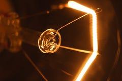 Glühlampe stellt an und ab Stockfotografie