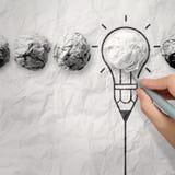 Glühlampe zerknitterte Papier in der Glühlampe des Bleistifts Stockbilder
