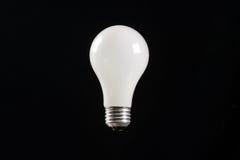 Glühlampebirnenschwarzhintergrund Stockbilder