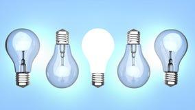 Glühlampen über blauem Hintergrund Stockbilder