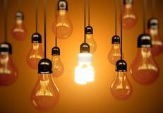 Glühlampen auf Gelb Stockfotografie