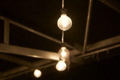 Glühlampen in der Zeile Lizenzfreie Stockfotografie